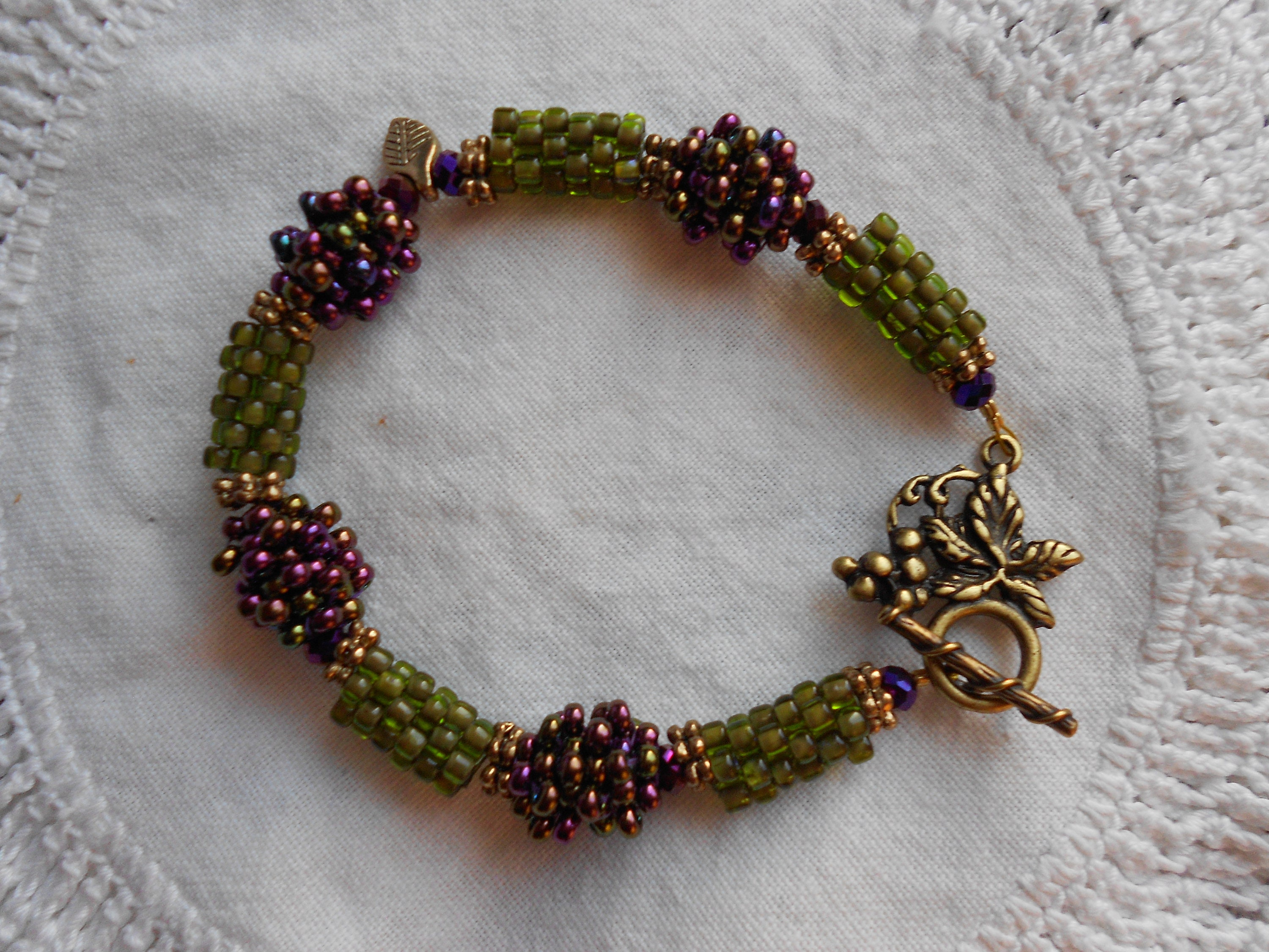 Green  beaded wristband and earing and handmade and stylish Raspberry Vintage Style chic beaded wristband and earing high Quality