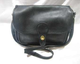 Rare Authentic Vintage Coach #491-0620 Black Leather Crossbody City Bag Made in New York City USA