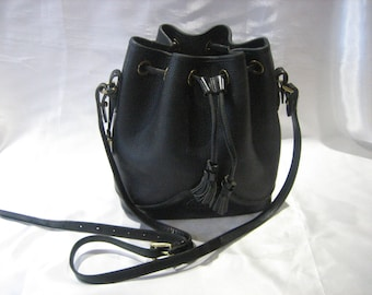 Vintage Dooney & Bourke Black Pebble All Weather Leather Drawstring Bucket crossbody Handbag