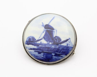 Vintage Round Delft Holland Brooch with Rope Border in 835 Silver. [8582]