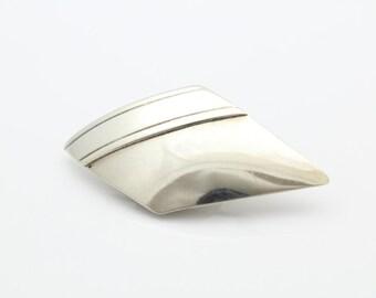 Modern Diamond-Shaped Brooch in Sterling Silver. [7482]