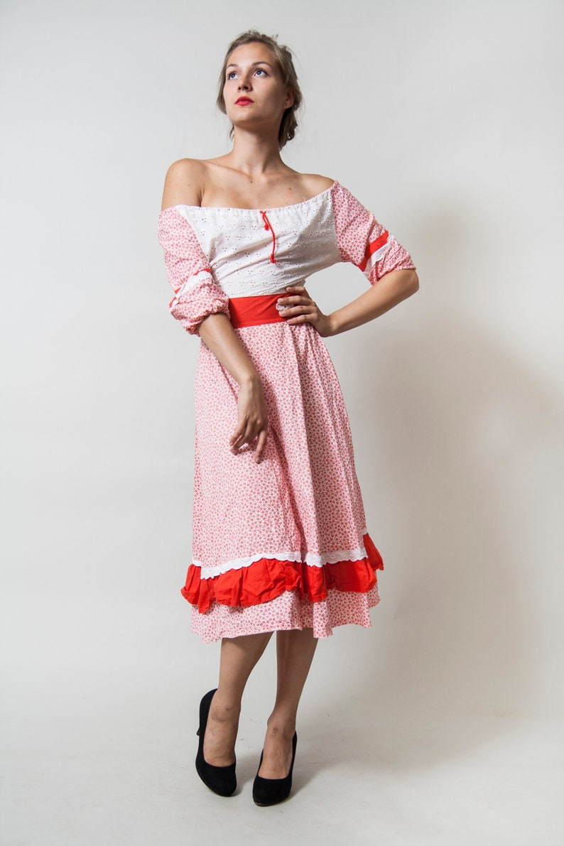 Off-Shoulder Midi Dress White and Red Ditsy Print Floral Elements Full Ruffled Skirt \u2022 Size Small \u2022