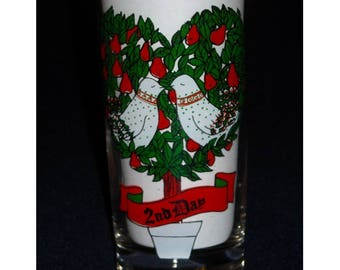 Christmas Tumbler. Vintage 2nd Day of Xmas Glass. The Second Day of Christmas, My True Love Sent to Me Two Turtle Doves & a Partridge. pdma