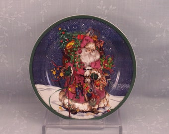 Vintage Royal Norfolk 1980s Christmas Plate w Father Christmas or Old World Santa, Green Rim, & Signature of Artist Mary Parker. Sjzao