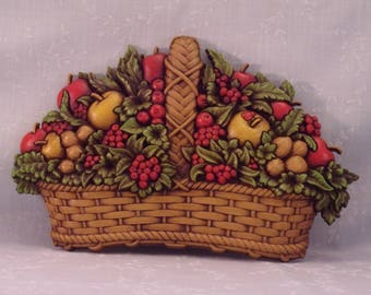 Vintage 1978 Homco Fruit Basket Wall Décor Plaque 7533 A w Apples, Berries, Nuts, & Original Paint. Made in USA. 15 x 9 1/2 Inches. qLgb