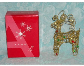 Collectible Christmas Ornament. 2005 Avon Elegant Wire Ornament. Small Trimmed Reindeer Decoration w Glitter, Balls, & Original Box. qgJa