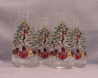 4 Vintage Christmas Glasses. Clear Tapered Tumblers with Decorated Xmas Tree, Star on Top, Balls, Gifts, Teddy Bear, Drum, & Snowman. skaan