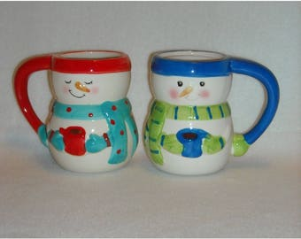 2 Christmas Mugs. Collectible 2013 Bay Island CIB Snowmen Winter Season Tall Coffee, Cocoa, or Hot Chocolate Cups w Marchmallows. qgLa