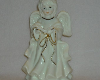 Christmas Decoration. Vintage Angel 6 Inch Table Top Statue Figurine w Hand Painted Face, Gold Trim, Halo, & Bible or Choir Book. pdgc