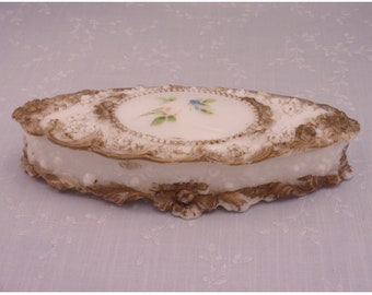 Fostoria Milk Glass Antique Dresser Glove Box w Lid in Roses and Poppies Raised Pattern for Victorian Vanity w Rose Buds & Scrolls. rgQb