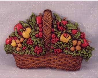 Vintage 1978 Homco Fruit Basket Wall Décor Plaque 7533 B w Apples, Berries, Nuts, & Original Paint. Made in USA. 15 x 9 1/2 Inches. qLga