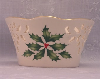 Lenox Holiday Dimension Collection Pierced Small Vintage Bowl w Scalloped 24 k Gold Trim, Holly & Berries, and Cream Colored Porcelain. Riib