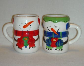 2 Christmas Mugs. Collectible Bay Island CIB Snowmen  Winter Season Tall Coffee, Cocoa, or Hot Chocolate Cups w Carrot Noses & Mittens. qgLb