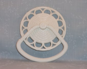 1978 Homco 3314 D White Faux Wicker Rattan Towel Rack Holder Ring. Vintage Molded Resin Washable Restroom Round Towel Bar. Made in USA. Rkua