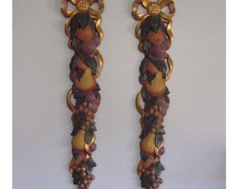 2 Collectible 2002 GIA for Home Interiors Gifts Wall Plaques 5133 w Fruit & Gold Bow. Space Saving Linear Vertical Wall Hangings. Qk8a