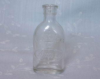 Figural Clear Glass Play Collectible Vintage Nursing Bottle. Marked Doll – E – Toys by Amsco w Numbers 1 through 6 Indicating Ounces. uisa