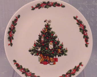 Tabletops Unlimited Vintage Christmas Time Smooth Bread & Butter Plate w Imperfectly Formed Rim. Discontinued Dinnerware Pattern. qiyc