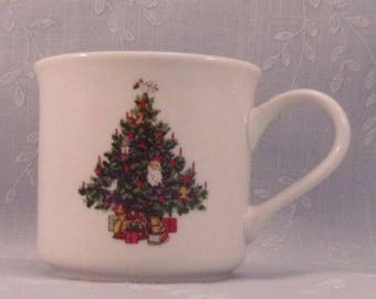 Tabletops Unlimited Vintage Christmas Time Collection Smooth Mug or Coffee Cup. Tree w Dove Bird. Discontinued Dinnerware Pattern. qiza