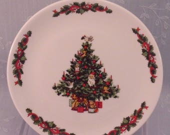 Tabletops Unlimited Vintage Christmas Time Collection Smooth Bread & Butter Plate. Tree w Dove Bird. Discontinued Dinnerware Pattern. qiyb