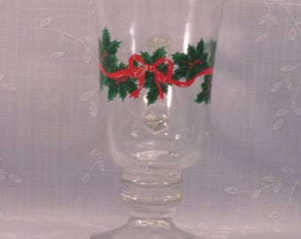 Libbey Vintage Christmas Stemware Glass. 1980s Footed Cappuccino Mug w Gold Trim, Ribbon, Holly, & Berries in Discontinued Pattern. qJib