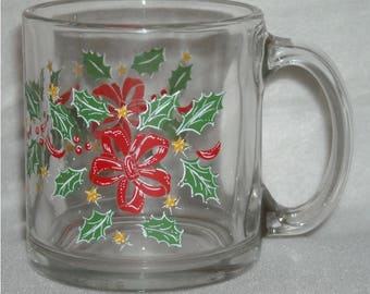 Christmas Libbey Mug w Green Holly, Red Ribbon,  Red Berries, Gold Stars, & White Accents. Clear Glass Coffee or Hot Chocolate Cup. qgke