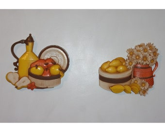 Vintage Syroco for Homco 1981 Wall Décor Hanging Plaque Set w Fruit, Daisies, Jug, Crock, and Original Paint. 7610 A & 7610 B. rkta