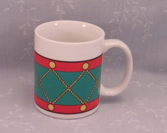 Christmas Vintage Mug. 1980s Avon Marked Collectible Coffee or Hot Chocolate Cup to Look Like Red, Green, & Gold Painted Toy Drum. skjan