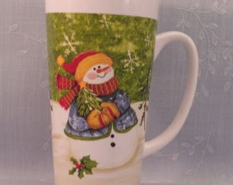 Vintage Christmas or Winter Mug. Deco Art Tall Coffee or Hot Chocolate Cup by CTG w Dressed Snowman and Holly & Berries w Paint Flaw. qkLd