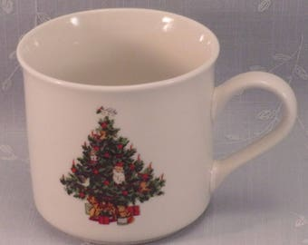 Tabletops Unlimited Vintage Christmas Time Collection Smooth Mug or Coffee Cup w Imperfection. Discontinued Dinnerware Pattern. qizb