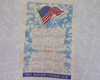 1971 Vintage Calendar. Linen Cloth 12 Month Wall Hanging Kitchen Tea or Dish Towel w American Flag & the words One Nation Under God. qLba