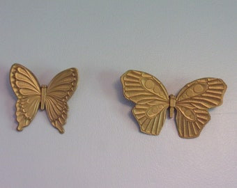 2 Syroco Vintage Butterflies. Collectible Hanging Wall Décor Plaque Accent Pair, A 7291 & B 7291, w Original Gold Paint. Made in USA. Rd3a
