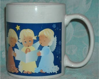 Collectible Christmas Mug. 2008 Sherwood Coffee Cup w Singing Baby Angels w Wings, Star, Choir Book, & Blue Night Sky Background. qgkd
