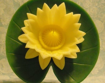 Vintage Candle. Lily Pad & Water Lily Flower. Never Lit or Used. Wax Art Sculpture w Original Box and Insert by Candleign. Made in USA. pjtb