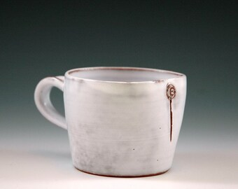 White medium mug.