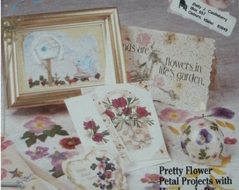 Paper & Petals - Paper Kraze - 28 Beautiful Projects - Pretty Flower Petal Projects with Handmade Paper Suzanne McNeill Booklet 2482