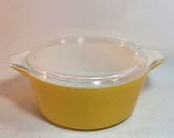 Vintage Pyrex Bright Yellow, Daisy Collection,  2-1/2 Quart Casserole Dish With Glass Lid