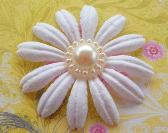 """100! White Paper Daisies, White Paper Flowers, Paper Petals, Daisy Flower, Card Making, Embellishments, Paper Flowers, Paper Daisy 40mm/1.5"""""""