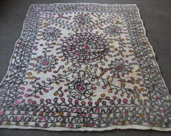 free shipping VINTAGE TURKİSH  felt kilim Anatolian handwoven kilim rug decorative kilim - SİZE : 53'' X 68'' ( 133 cm X 170 cm)