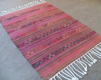 free shipping VINTAGE TURKİSH  kilim Anatolian handwoven kilim rug decorative kilim - SİZE : 42'' X 62'' ( 106 cm X 155 cm)