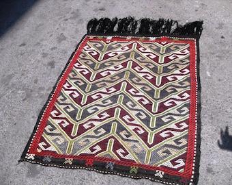 kilim rug free shipping VINTAGE TURKİSH mut cecim kilim Anatolian Rug handwoven kilim  decorative kilim SİZE = 37'' X  48 ''(93 cm X 120 cm)