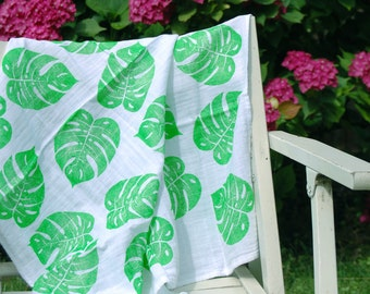 Philodendron leaf handprinted baby blanket, tropical leaf muslin swaddle blanket, baby shower gift idea, tropical theme baby shower, Hawaii