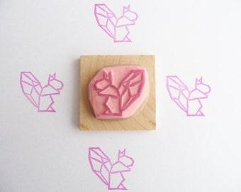 Tampon en gomme, motif écureuil origami, gravé à la main