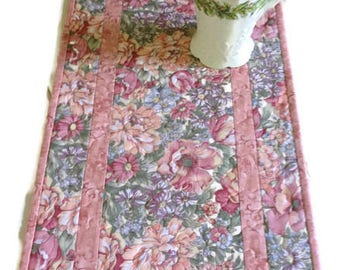 Quilted Table Runner in Dusty Rose, Floral Table Runner Quilted, Spring Quilted Table Runner Quilt, Floral Table Topper, Quiltsy Handmade