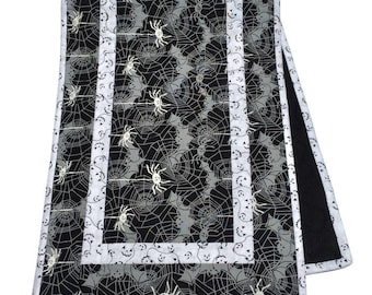 Halloween Quilted Table Runner, Quilted Table Runner Halloween Quilt, Halloween Table Decor Quilt, Halloween Tablecloth, Quiltsy Handmade