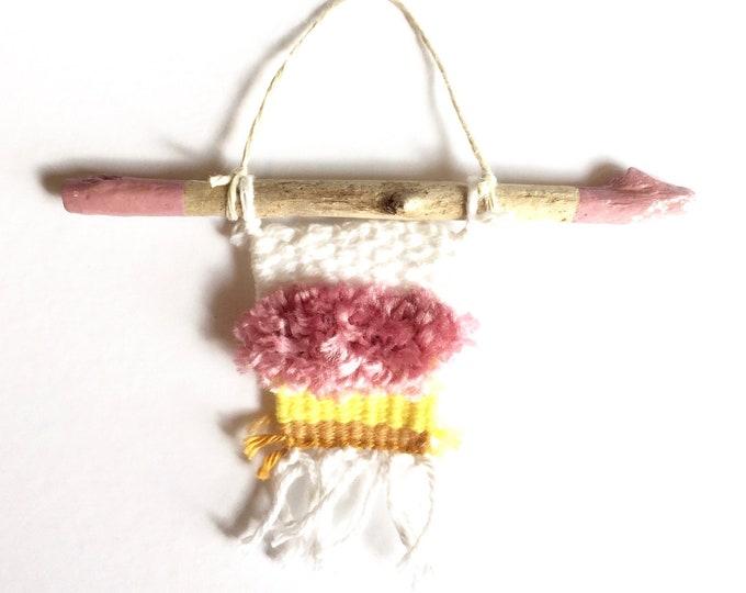 Mini Blush Weaving