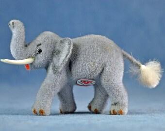 Wagner Kunstlershutz Flocked Elephant West Germany Putz MINT!