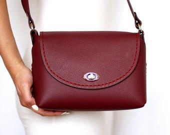 97b670a709c5 Burgundy leather bag