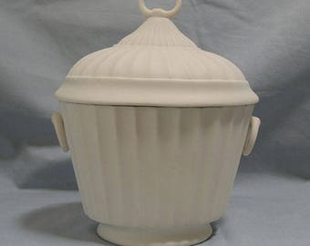 Boehm Porcelain French Cachette, Candy or Biscuit Box