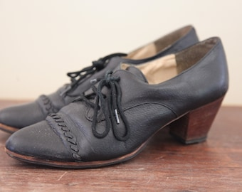 Excellent Condition Vintage 1960's Leather Lace-Up Shoes-Stacked Heel Womens 7US
