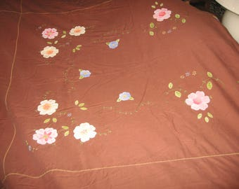 Huge beautiful 1940's appliqued and embroidered cotton tablecloth in excellent condition